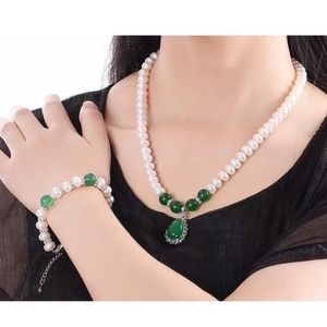 GORGEOUS NATURAL PEARL & GREEN AGATE JEWELRY SET